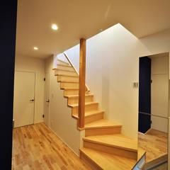 Stairs by ユウ建築設計室, Scandinavian