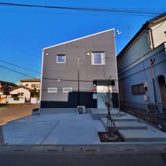 濃藍の家: ユウ建築設計室が手掛けた木造住宅です。,北欧
