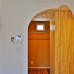 荒川の複合住宅: ユウ建築設計室が手掛けたウォークインクローゼットです。,モダン