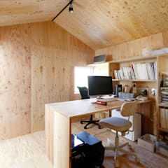 公園の傍の家: ユウ建築設計室が手掛けた書斎です。