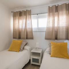 Small bedroom by Silvia R. Mallafré, Mediterranean لکڑی Wood effect