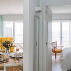 Livings de estilo  por Silvia R. Mallafré,