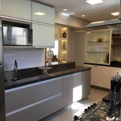 Apartamento Cozinhas clássicas por Paula Szabo Arquitetura Clássico