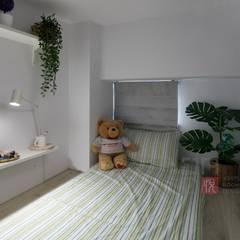 Small bedroom by 悅築室內裝修設計工程有限公司