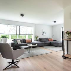 Sfeervolle 2 onder 1 kap Heiloo:  Woonkamer door Lifs interieuradvies & styling, Modern