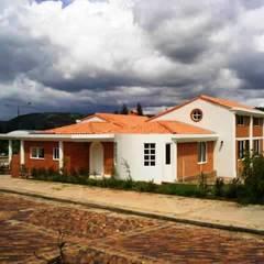 Vivienda campestre Surba y Bonza: Casas de estilo  por MAVICO, Colonial