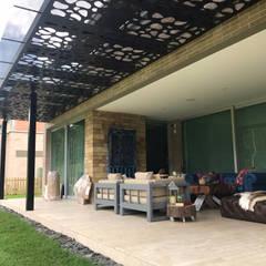 หลังคาเอียง โดย Arquitectura y Complementos, โมเดิร์น โลหะ