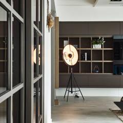 Puertas de estilo  por 耀昀創意設計有限公司/Alfonso Ideas