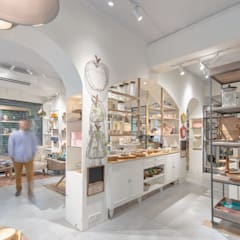 Ellementry retail store , Bangalore :  Commercial Spaces by flamingo architects