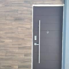 أبواب رئيسية تنفيذ ENGO MANUFACTURAS METALICAS, تبسيطي فلز
