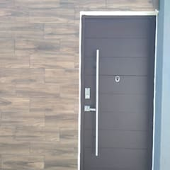ENGO MANUFACTURAS METALICASが手掛けた玄関ドア