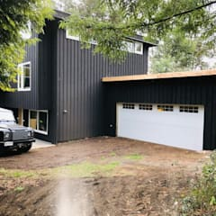 Classic style garage/shed by Portones Patagonia Classic