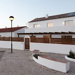 Single family home by Tiago Barros Studio