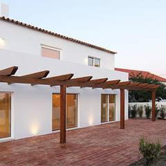 House ML26 Casas mediterrânicas por Tiago Barros Studio Mediterrânico