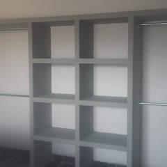 Estructura de Closet y Vestidores: Vestidores y closets de estilo  por Muroblock de Durango,