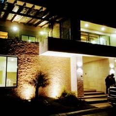 SABINO RESIDENCIAL: Casas unifamiliares de estilo  por TORRES+TORRES ARQUITECTOS