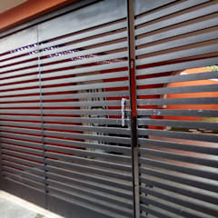 Sliding doors by herreria hernandez merida, Modern