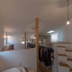 器屋さんのある住宅: CO2WORKSが手掛けた子供部屋です。,モダン