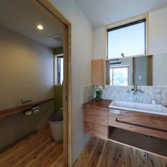 โดย ㈱ライフ建築設計事務所 โมเดิร์น ไม้ Wood effect