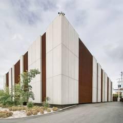 REMODELAÇÂO FABRICA CALÇADO Espaços de trabalho minimalistas por P&H - Arquitectos Minimalista