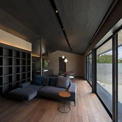 Salas / recibidores de estilo  por Atelier Square, Asiático Madera Acabado en madera