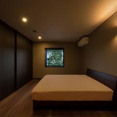 山隈の家: Atelier Squareが手掛けた寝室です。