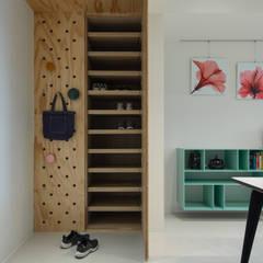 Pasillos y vestíbulos de estilo  por 有隅空間規劃所,