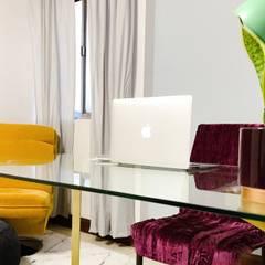 Oficina Escandinava Glam: Estudios y oficinas de estilo  por Velvet Accent