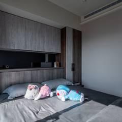 Dormitorios de estilo  por Feeling 室內設計, Escandinavo