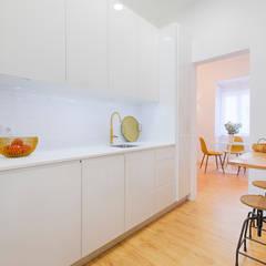 Belém, 9: Cozinhas  por LOFT . DESIGN