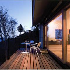 伊豆天城高原の別荘 ーDOVE VAIー オリジナルデザインの テラス の 松井建築研究所 オリジナル