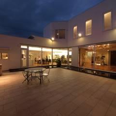 H House in Hakodate オリジナルデザインの テラス の HOKUTO DESIGN OFFICE オリジナル