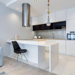 Apartament Gdańsk: styl , w kategorii Kuchnia zaprojektowany przez Lux Interiors - projektowanie i aranżacja wnętrz Gdańsk, Gdynia, Sopot,Nowoczesny