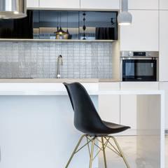 Petites cuisines de style  par Lux Interiors - projektowanie i aranżacja wnętrz Gdańsk, Gdynia, Sopot