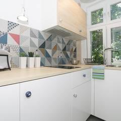 Kawalerka na wynajem w Sopocie: styl , w kategorii Aneks kuchenny zaprojektowany przez Lux Interiors - projektowanie i aranżacja wnętrz Gdańsk, Gdynia, Sopot