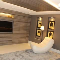 Cobertura: Eletrônicos  por Mari Milani Arquitetura & Interiores,Moderno