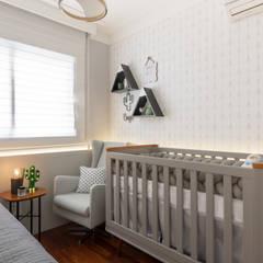 Baby room by Mari Milani Arquitetura & Interiores, Modern