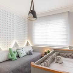 Baby room توسطMari Milani Arquitetura & Interiores, مدرن