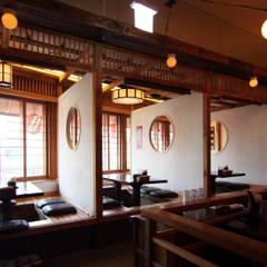 이자카야 - 토모야: IDA - 아이엘아이 디자인 아틀리에의  상업 공간,에클레틱 (Eclectic) 솔리드 우드 멀티 컬러