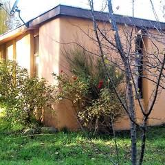 Rumah pasif oleh Brassea Mancilla Arquitectos, Santiago, Modern Kayu Wood effect