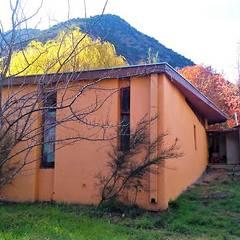 by Brassea Mancilla Arquitectos, Santiago Modern لکڑی Wood effect