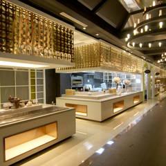 웨딩홀 뷔페인테리어 - 트리니티웨딩: IDA - 아이엘아이 디자인 아틀리에의  호텔,모던 금속