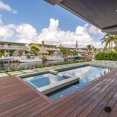 Piscinas de estilo  por Casa Construções e Reformas, Tropical