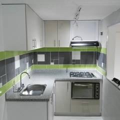 Construcción: Remodelaciones, adecuaciones locativas y obras menores, incluido el diseño, presupuesto y supervision: Cocinas pequeñas de estilo  por Julian Defrancisco Arquitectura, Moderno Cerámico