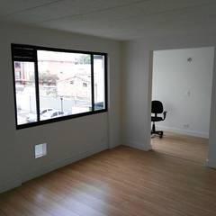 Construcción: Remodelaciones, adecuaciones locativas y obras menores, incluido el diseño, presupuesto y supervision: Comedores de estilo  por Julian Defrancisco Arquitectura