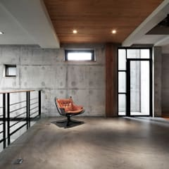 Industrial corridor, hallway & stairs by 木耳生活藝術 Industrial