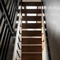 木耳生活藝術-建築作品/林口.陳宅:  樓梯 by 木耳生活藝術