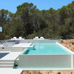 مسبح حديقة تنفيذ Pep Torres Arquitecte,
