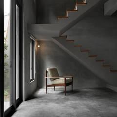 Escaleras de estilo  por 木耳生活藝術, Minimalista