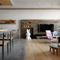 Salas de estilo minimalista de 木耳生活藝術 Minimalista